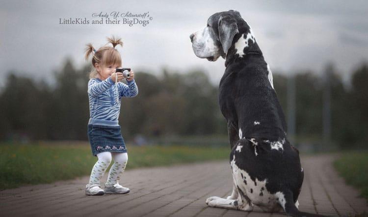 Modelami fotografa Andy Seliverstoff są ogromne psy i małe dzieci